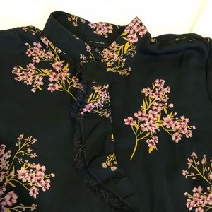Long sleeve blouse, black with floral print